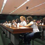A foto mostra o lado direito do Plenário Ulysses Guimarães com destaque para as deputadas mirins de Blumenau que estão participando da Sessão Plenária do Câmara Mirim 2016