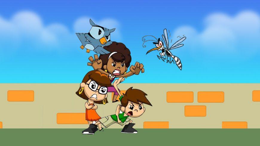 Ilustração. Ao fundo, um céu azul com algumas nuvens azul claras. Um muro bege com alguns tijolos laranjas aparentes. Na parte inferior, uma grama verde escura. Ao centro, Légis está apoiada nos ombros de Zé e Xereta e com a ajuda de Edu Coruja, tenta pegar um mosquito do Aedes Aegypti