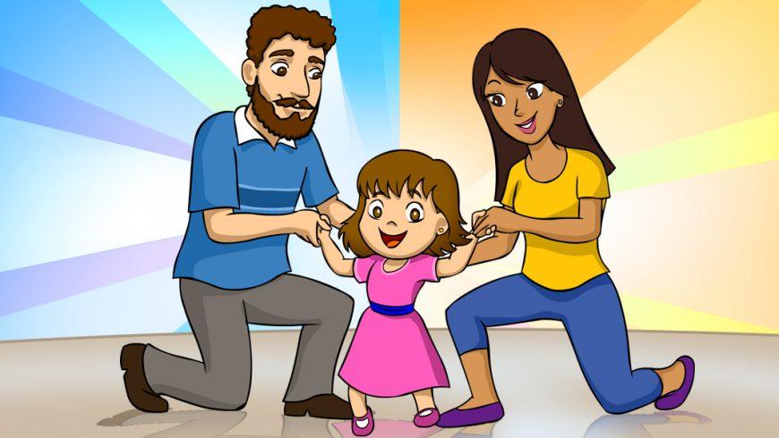 Ilustração. Sobre fundo colorido, no centro da imagem, aparece uma família de três pessoas: o pai é hum homem de cabelo e barba castanhos e crespos, que veste camiseta azul, calça cinza e sapatos marrons. Ele está com um dos joelhos apoiado no chão e segura o braço de sua filha. A menininha tem cabelos lisos, castanhos e cortados abaixo das orelhas. Ela sorri e usa um vestido rosa com faixa azul na cintura e sapatinhos cor-de-rosa. Do seu lado, sua mãe segura a outra mão. Ela também tem um dos joelhos apoiados no chão. É morena de cabelos lisos, usa camiseta amarela, calça azul e sapatilhas roxas.