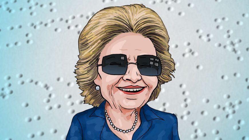 Ilustração. Imagem com fundo azul claro e branco com sinais em braile. Ao centro Dorina Nowill, uma senhora de cabelo loiro e curto, usa óculos de sol, blusa azul e um colar de pérolas.