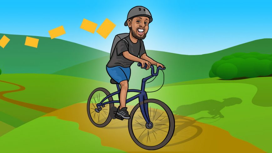 Ilustração de um campo verde com montanhas e céu azul. No centro da imagem, há um homem de pele morena e barba. Ele sorri e monta uma bicicleta, usa capacete cinza e uma mochila, de onde voam papeis amarelos atrás dele.