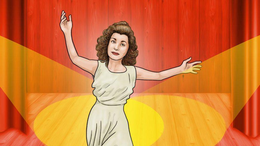 Ilustração de um palco de teatro com cortinas vermelhas e projetores que iluminam de luz amarela uma mulher que está no centro do palco. Ela veste vestido bege claro, tem cabelos enrolados castanhos na altura dos ombros e está com os dois braços erguidos e expressão séria.